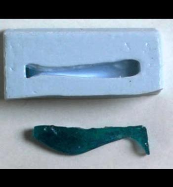 Smält ner plastisol i microvågsugnen blanda i färg och glitter efter tycke och smak och häll sedan iformen och låt den stelna och vips såhar dugjort en egen jigg. Det är bara fantasin som sättergränserna Detta är en bra och billig sysselsättning under vintermånaderna